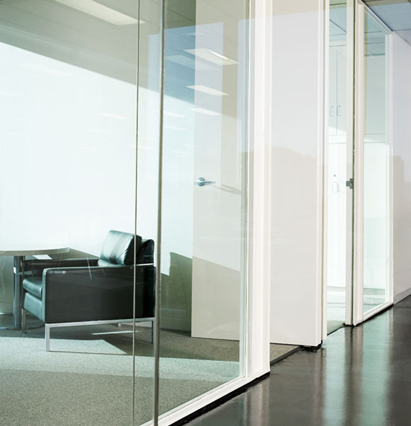 Glass wall partitions photo 1